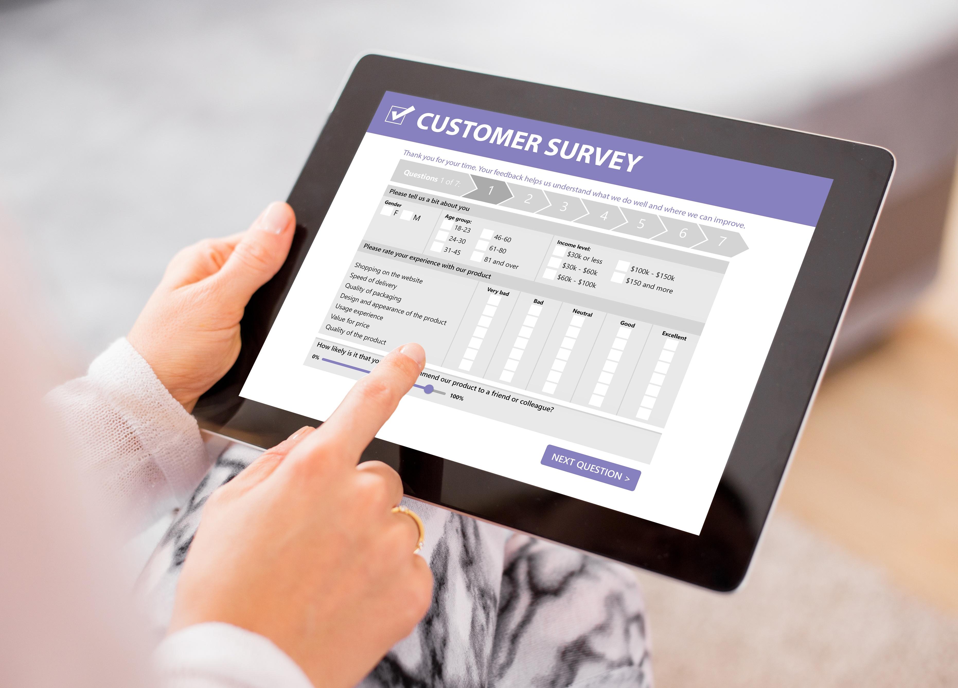 Customer-survey-844020332_3727x2676
